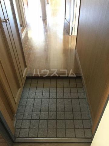 レアールマリカ 204号室の玄関