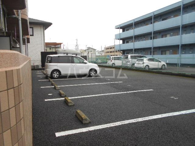 グランデール秀峰Ⅱ 101号室の駐車場