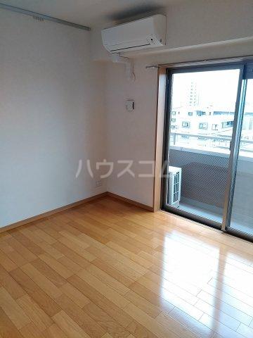 東川口ガーデンヒルズ七番館 603号室のリビング