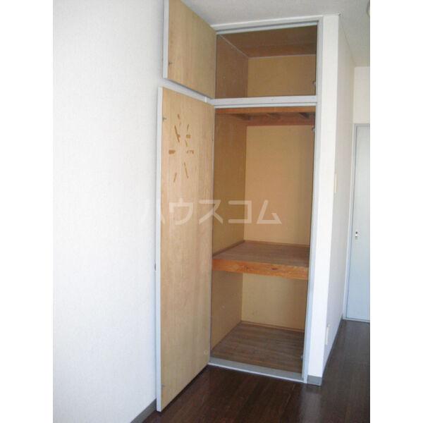 高橋ビル 303号室の玄関