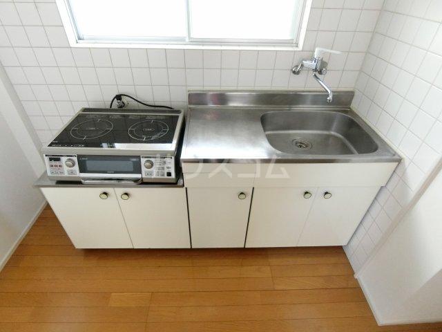 ブリリアントヒルズ西中島 201号室のキッチン