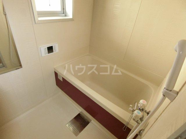 ブリリアントヒルズ西中島 201号室の風呂