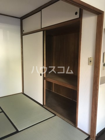 ドルフヤマノウチA 101号室の居室