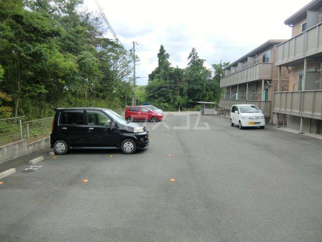 ガノス A205号室の駐車場
