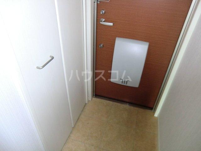 ガノス A205号室の玄関