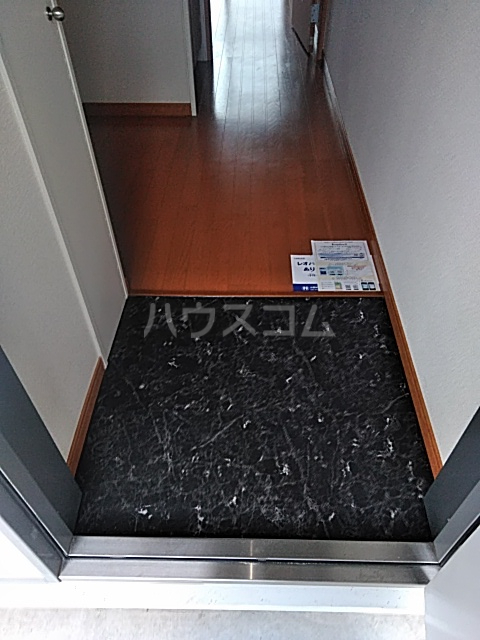レオパレスむっく 101号室の玄関