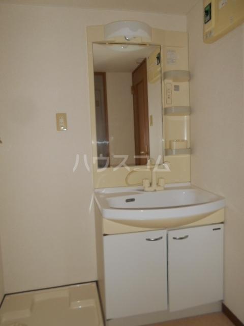 スマイルズ 106号室の洗面所