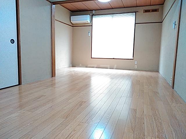 コーポヨコタ 0102号室の居室