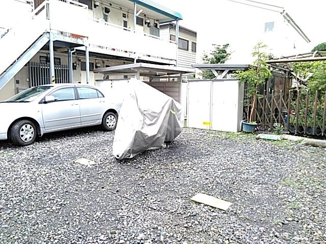 コーポヨコタ 0102号室の駐車場
