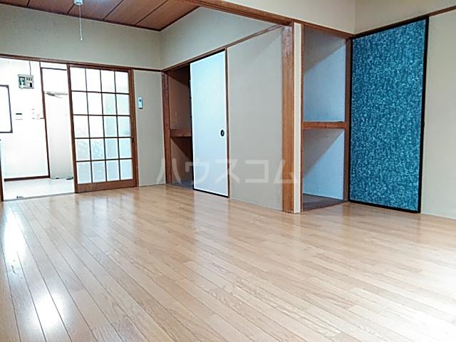 コーポヨコタ 0102号室のリビング