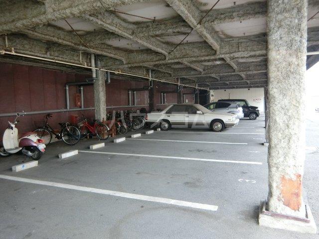 ニュースパークル 3R号室の駐車場