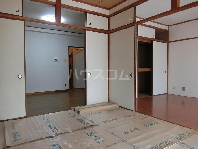 糸与ビル 206号室の居室