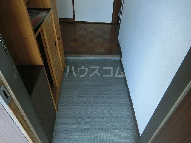 糸与ビル 206号室の玄関