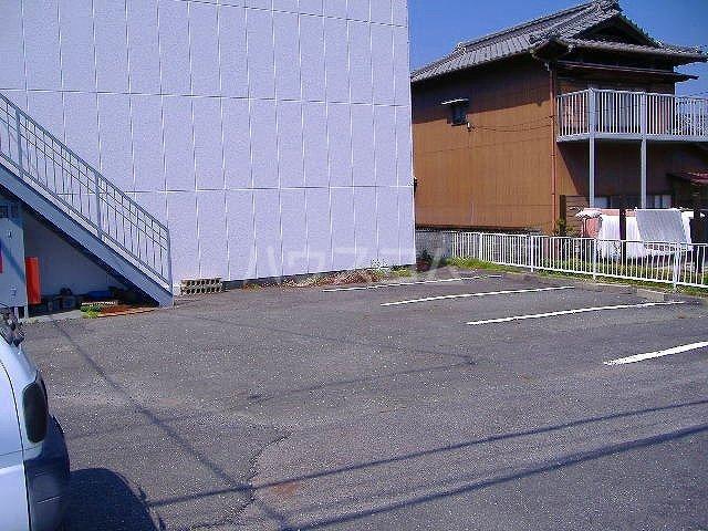 アムールタウン 00105号室の駐車場