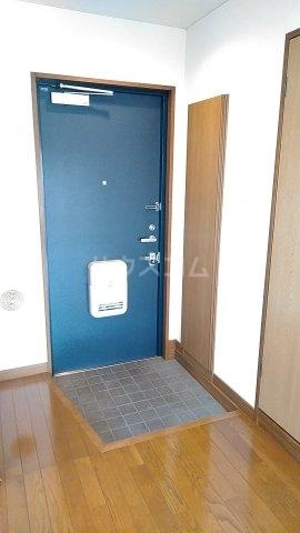 メゾンド・パーシモン 401号室の玄関