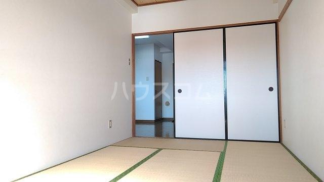 メゾンド・パーシモン 404号室の居室