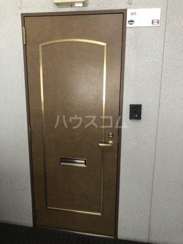 Exビル 302号室の玄関