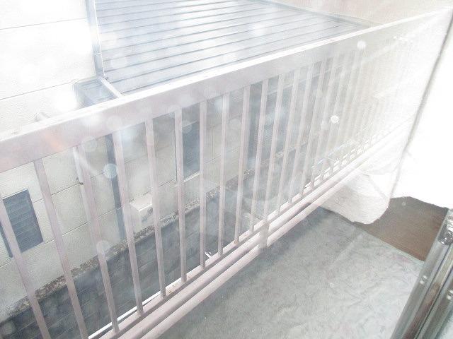 葵荘 203号室のバルコニー