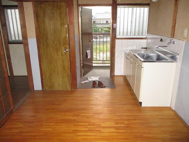 葵荘 203号室の玄関
