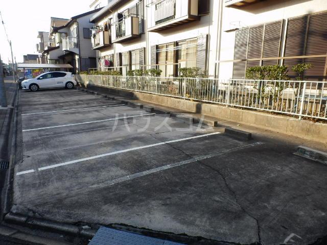 サンハイツ寿 101号室の駐車場
