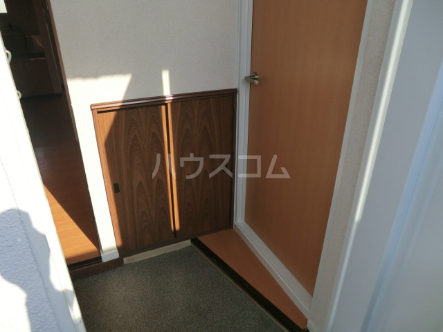 fメゾン堀田 201号室の玄関
