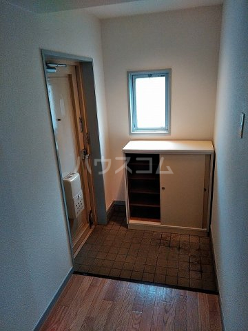アイカピア植田 105号室の玄関