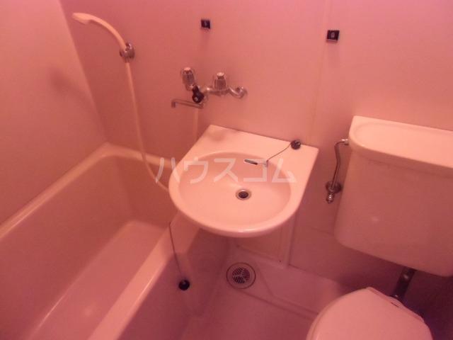 クリスタルハイツ 104号室の洗面所