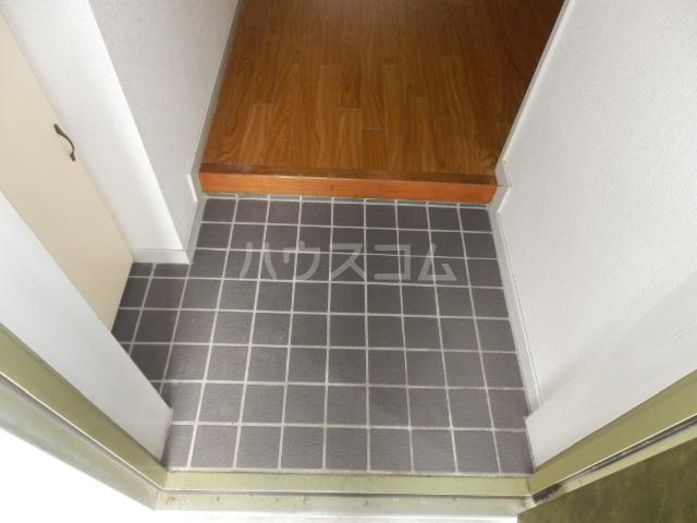 コスモハイツ極楽 101号室の玄関