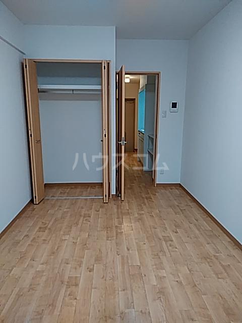 A-city港十一屋 402号室のリビング