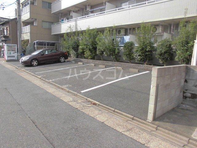 リヴェールチエ 505号室の駐車場