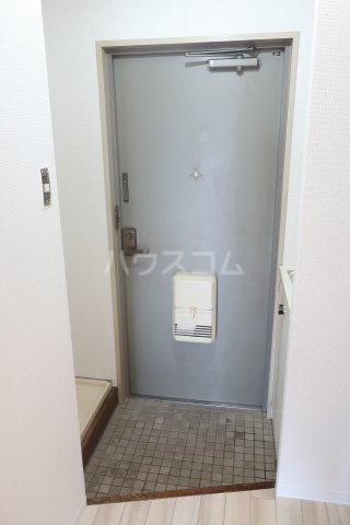 アールシティ・はたの 4B号室の玄関