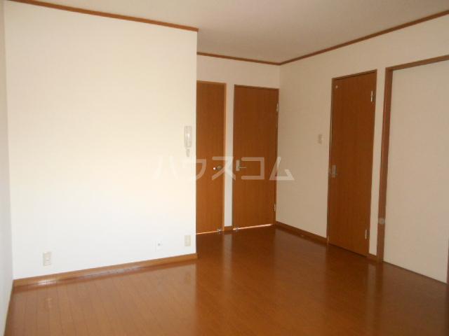 サンエイハイツ 202号室のリビング