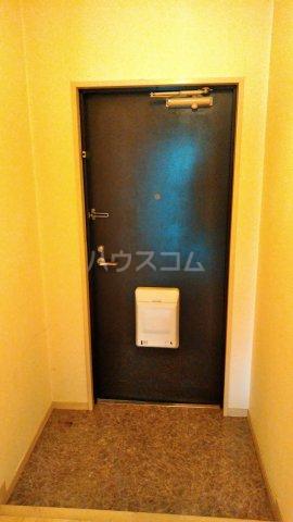 ファーストバード明正 303号室の玄関