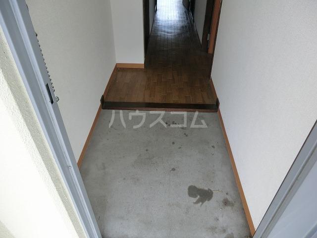 ベルツリー美園 301号室の玄関