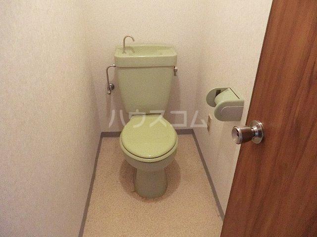 ベルツリー美園 301号室のトイレ