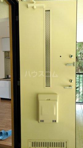 モン・プラティーヌ Ⅱ 203号室の玄関