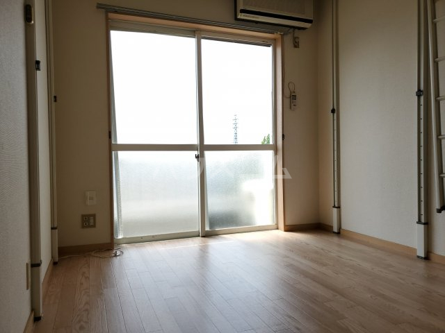 サン・ミッシェル 203号室の居室