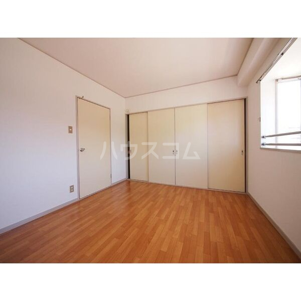 メゾン島田 203号室の居室