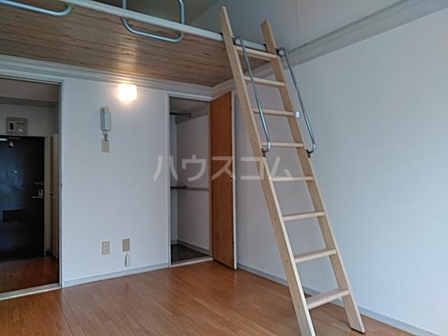 パレス竹越 205号室の玄関