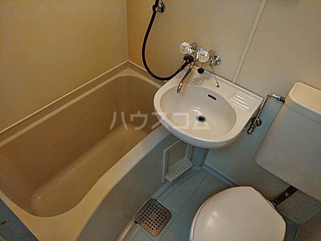 パレス竹越 205号室の洗面所