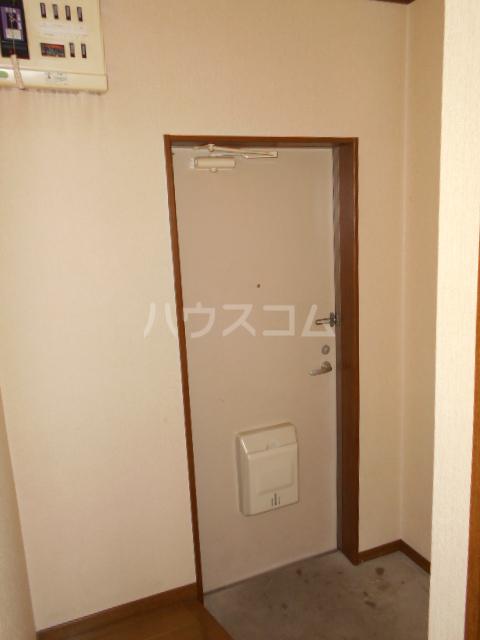 メゾン明日香 202号室の玄関