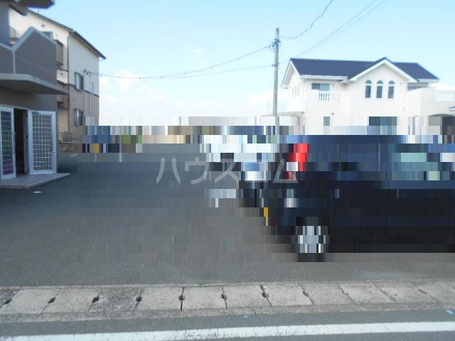 シャトー豊田 103号室の駐車場