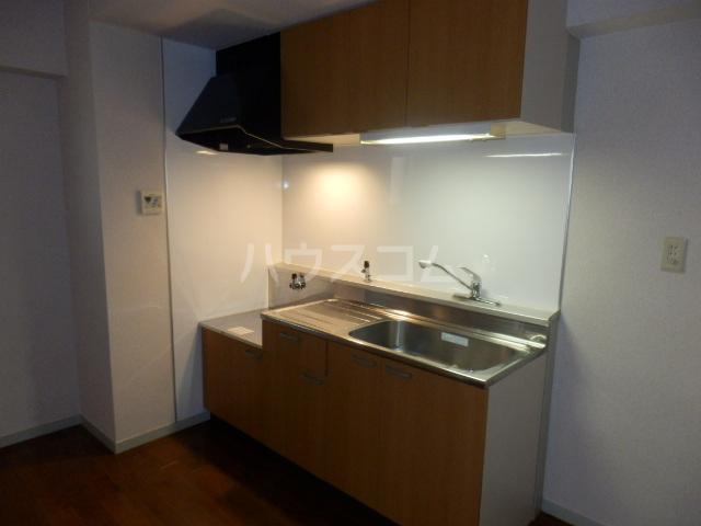 三鈴ハイム 201号室のキッチン