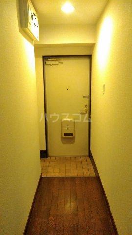 グランドヒルズ泰明町 102号室の玄関