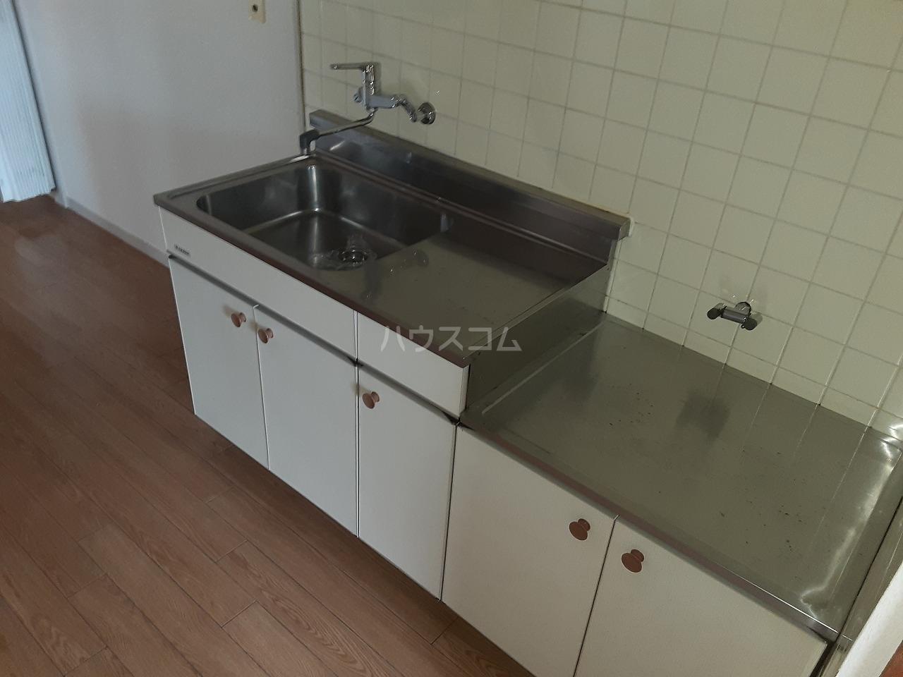 花目マンション 302号室のキッチン