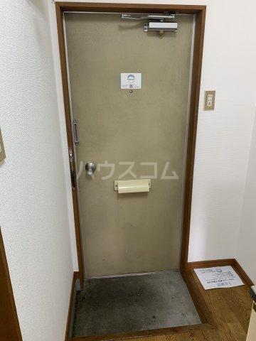 パレスリバーストーン 201号室の玄関