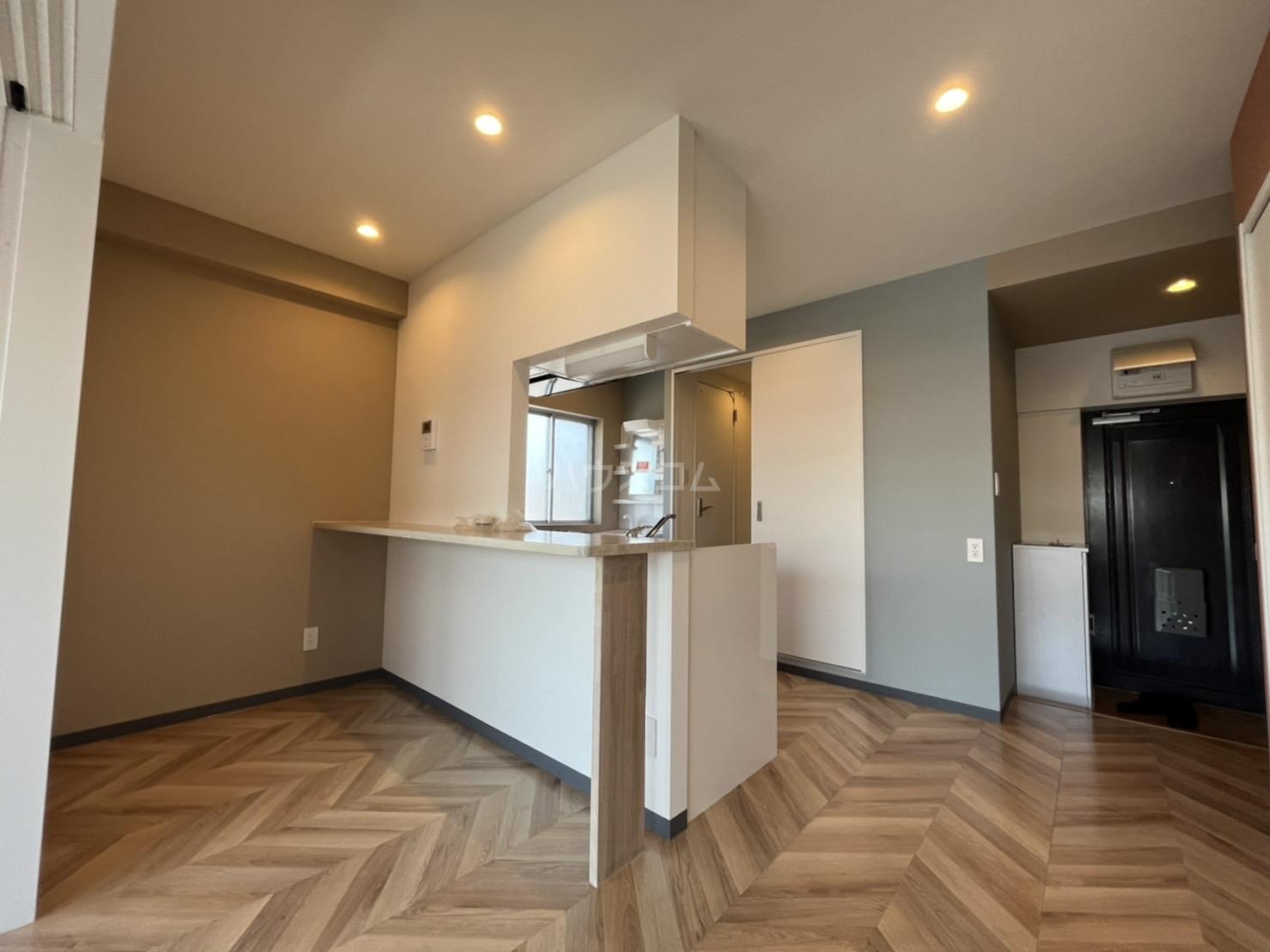西川ハイツ 301号室のリビング