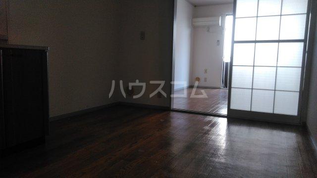 レジデンスKASUYA 205号室のリビング