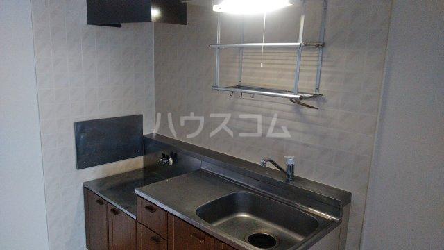 レジデンスKASUYA 205号室のキッチン