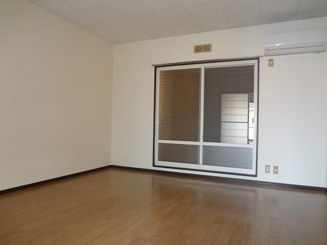 ハウスK3 203号室のリビング